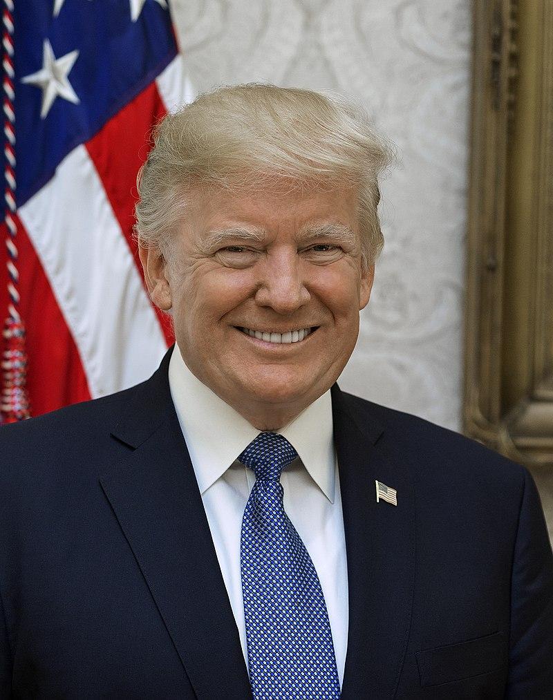 Deze afbeelding heeft een leeg alt-atribuut; de bestandsnaam is 800px-donald_trump_official_portrait.jpg